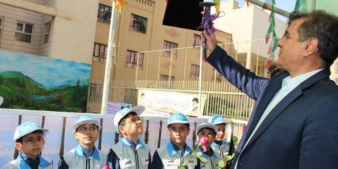 زنگ مهر توسط دکتر مهماندار رئیس پلیس راهور تهران بزرگ و دکترندیری ریاست محترم آموزش و پرورش منطقه ۵ در دبستان امام علی (ع) نواخته شد.